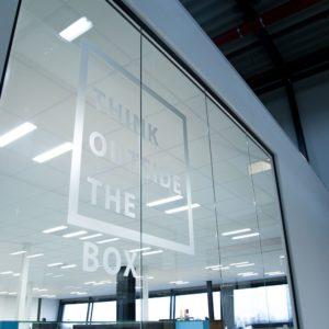 Airopack signing raamdeco kantoor