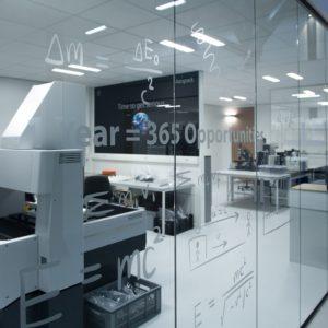 Airopack signing raamdeoratie Laboratorium