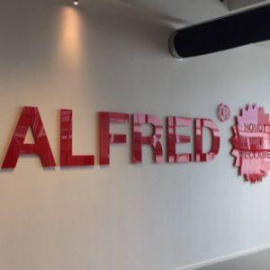 Gevelreclame Alfred binnen