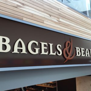 Gevelreclame Bagels & Beans freesletters