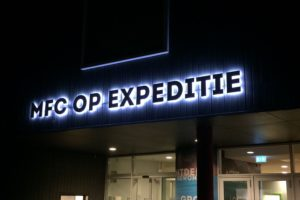 Lichtreclame MFC op Expeditie met LED verlicht