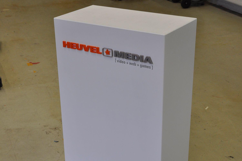 Houten display heuvel media