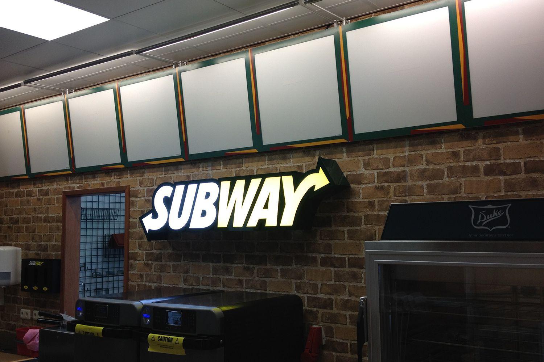 Subway gevelletters binnen