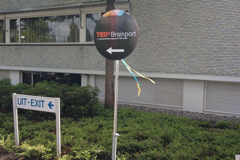 Wegwijsbord buiten TED brainport