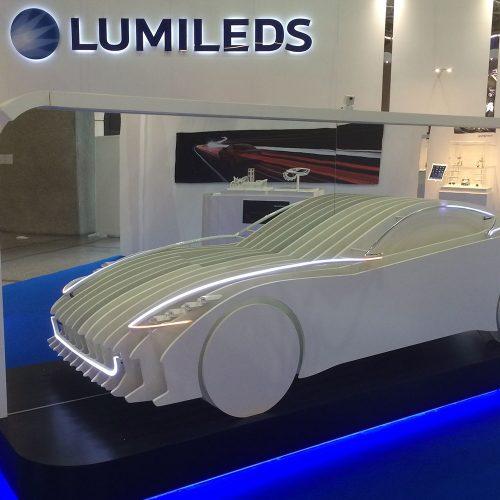 Materiaal in auto vorm gefreesd