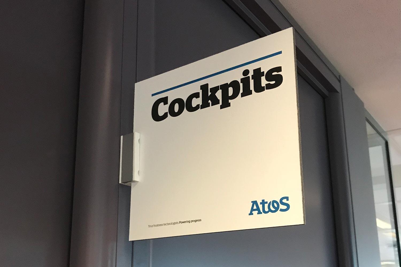 Bewegwijzeringsbord binnen Atos