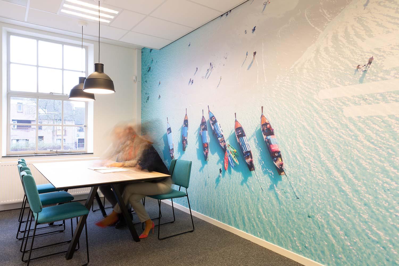 groot formaat print op muur