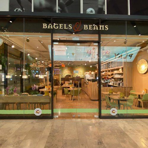 bagels & beans gevelreclame en raamdecoratie